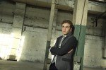 Iain De Caestecker, como o agente Leo Fitz