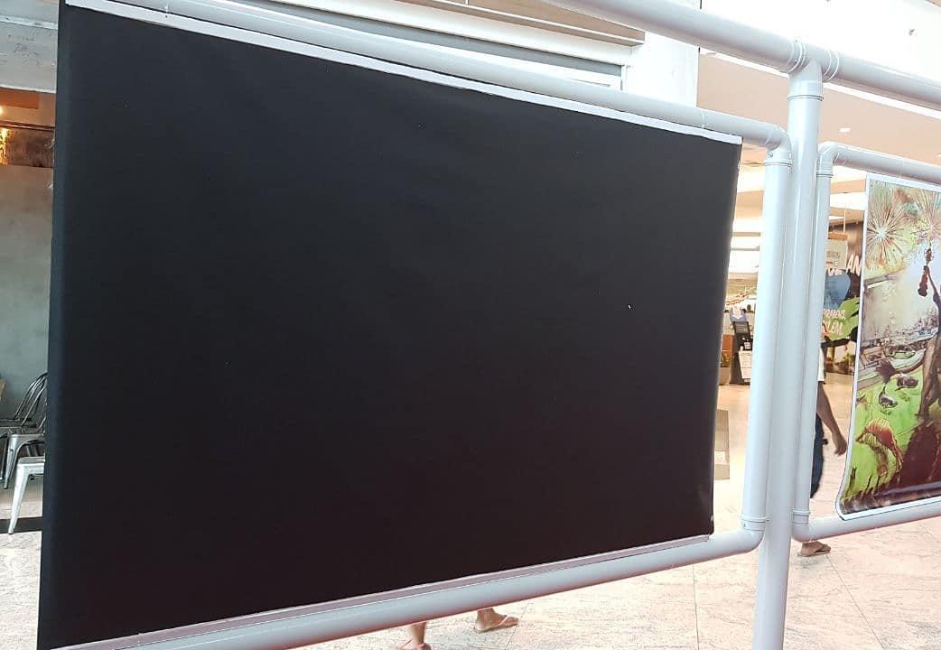 Foto da exposição com a arte censurada