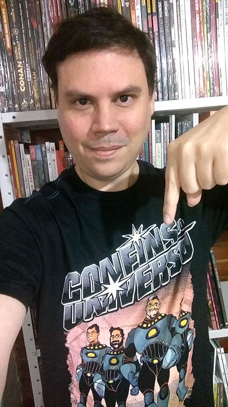 Samir Naliato com a camisa do Confins do Universo