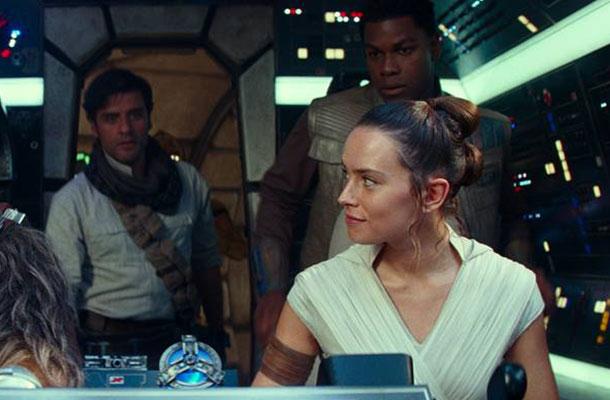 Daisy Ridley (Rey) John Boyega (Finn) e Oscar Isaac (Poe Dameron)
