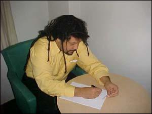 Baker dá um autógrafo para o Universo HQ