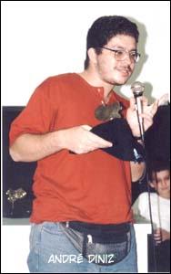 André Diniz recebe um prêmio Ângelo Agostini