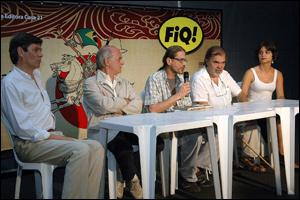 Encontro de feras: Berardi (de braços cruzados) e José Sampaio (de óculos pendurados) - Foto de Glenio Campregher