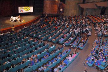 Teatro lotado para receber Mauricio de Sousa - Foto: Nathália Turcheti